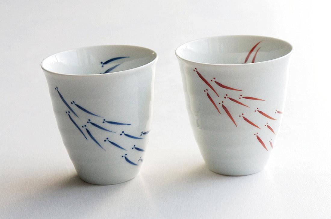 有田焼の夫婦湯呑と電報がセットになった電報「ペアカップ(めだか)」