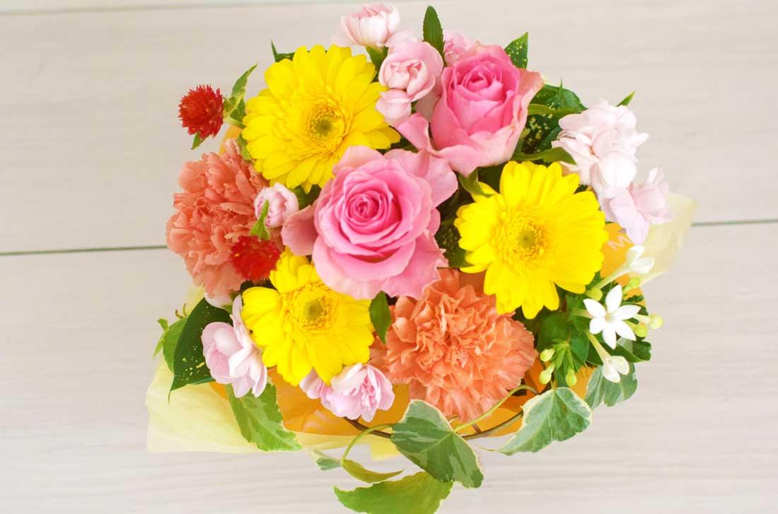 「季節の生花S(カラフル)」の電報のお花をズームした画像