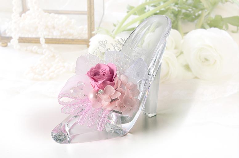 祝福と華やかさのあるガラスの靴 プリザ プリンセスの電報